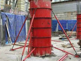 red column shuttering on the building place